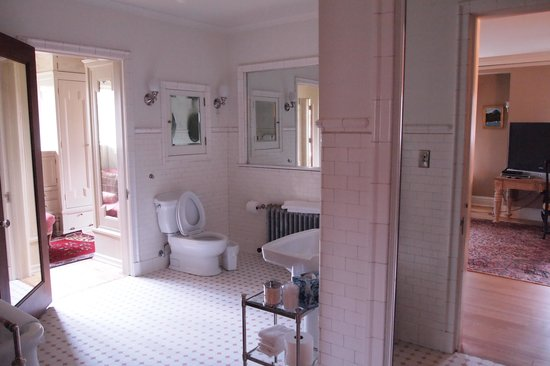 Shafer Baillie Mansion: Bathroom of one of the suites