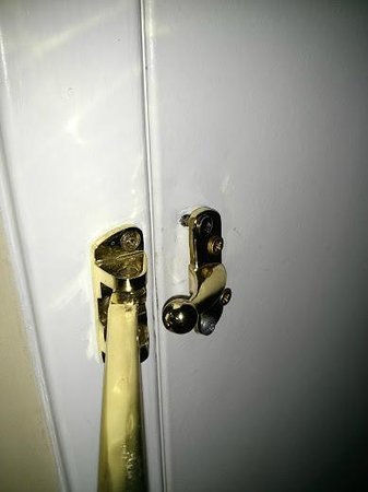 Crowne Plaza Hotel Washington DC-Rockville: Broken door lock