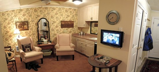 "Harrison House Bed and Breakfast: Private kitchenette/sitting room in ""The Cottage"""