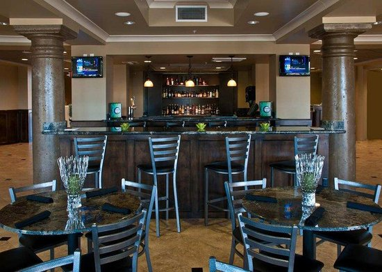 DoubleTree by Hilton Hotel Phoenix - Gilbert: Brock's Restaurant and Bar