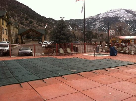 Holiday Inn Express Glenwood Springs: Pool was covered, not operating, hot tub was working but VERY dirty.