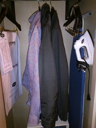 Hampton Inn Boston / Cambridge: Closet