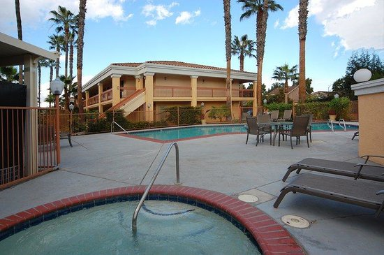BEST WESTERN Palm Court Inn: Outdoor Spa and Pool