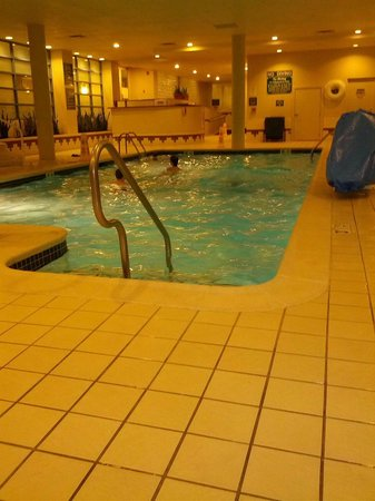 Embassy Suites Hotel Parsippany NJ: Pool