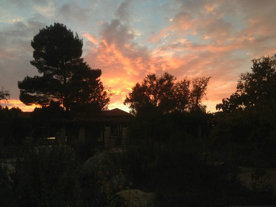 Emerald Iguana Inn: Ojai sunset