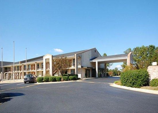 Photo of Econo Lodge Inn & Suites Kenly