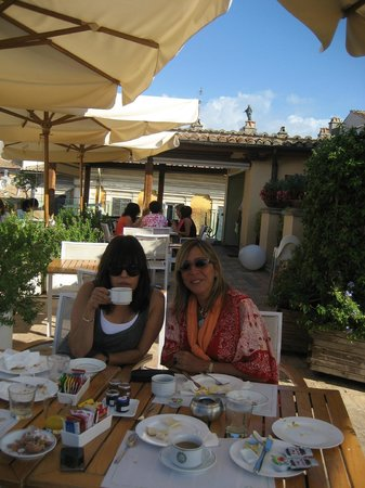 Albergo Cesari: Breakfast terrace