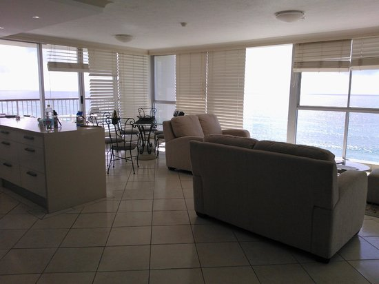 Golden Sands Holiday Apartments: apartment 1302 living room