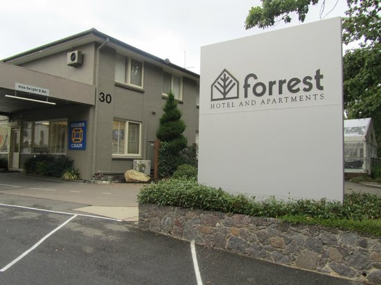 Forrest Hotel And Apartments: Hotel Entrance