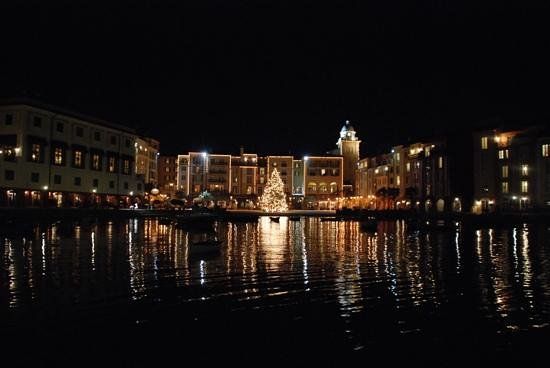 Loews Portofino Bay Hotel at Universal Orlando: beautiful at night