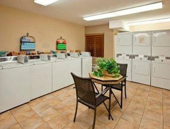 Hawthorn Suites by Wyndham Chicago-Schaumburg: Guest Laundromat
