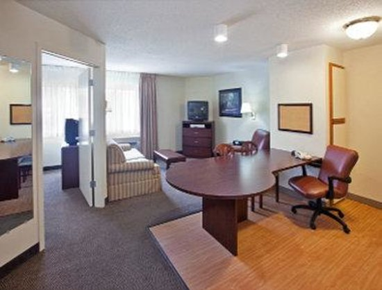 Hawthorn Suites by Wyndham Chicago-Schaumburg: Suite
