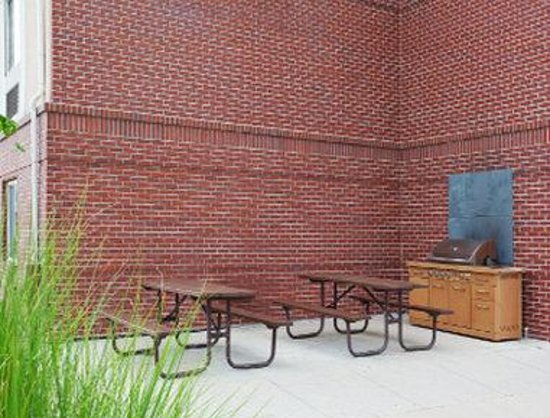Hawthorn Suites by Wyndham Denver Tech Center: BBQ Area
