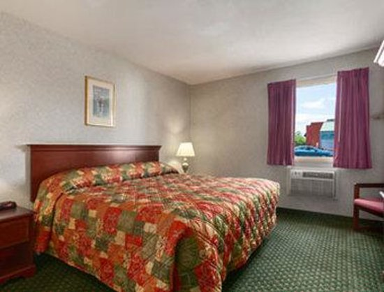 Howard Johnson East Syracuse: Standard King Bed Room