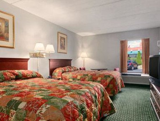 Howard Johnson East Syracuse: Standard Two Double Bed Room