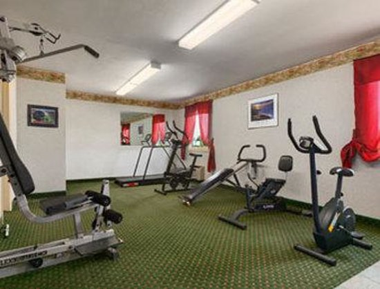 Howard Johnson East Syracuse: Fitness Center