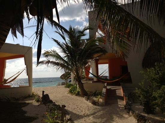 Mayan Beach Garden: path from restaurant to beach