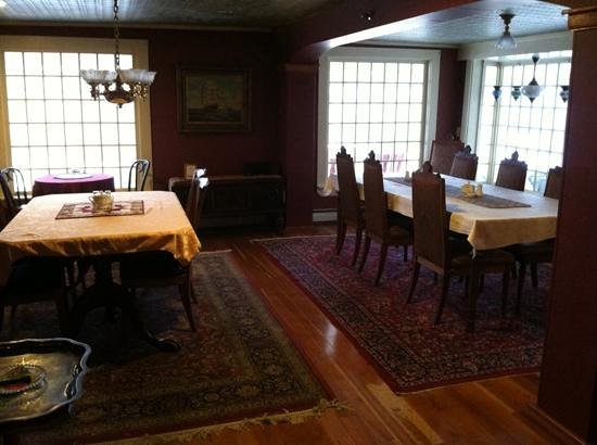 Eastman Inn: Dinning area