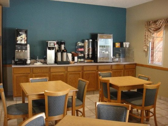 Geneseo, IL: Breakfast Area