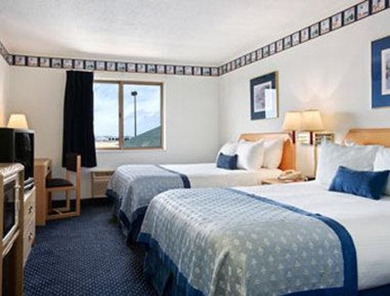Baymont Inn & Suites and Conference Center: Standard Two Queen Bed Room