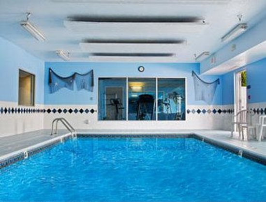 Baymont Inn & Suites and Conference Center: Pool