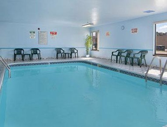 Days Inn Springfield - South: Pool
