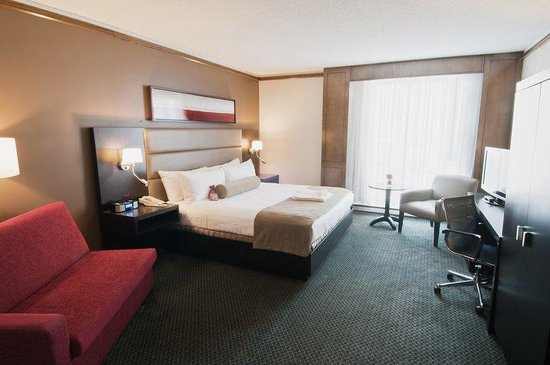 Crowne Plaza Gatineau-Ottawa: NEW Executive Rooms with King Bed, LCD TV & Kitchenette