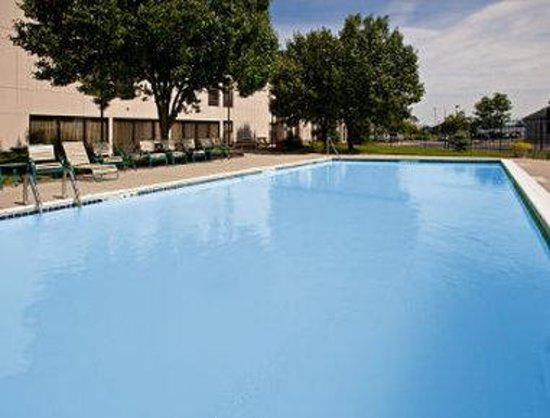 Baymont Inn and Suites Fishers / Indianapolis Area: Pool