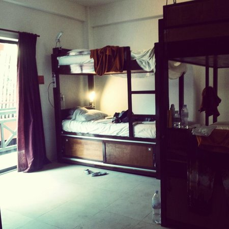 The Siem Reap Hostel: good ac - 6 bed female dorm $6/bed/night! with balcony