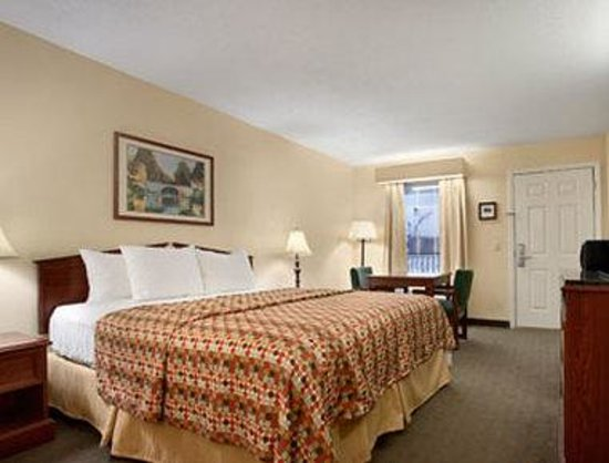 Baymont Inn & Suites Grenada: Standard King Room