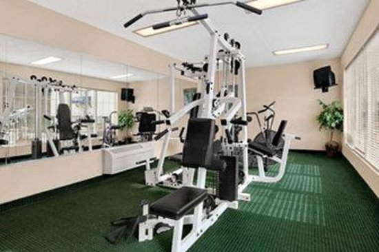 Baymont Inn &amp; Suites Martinsville: Fitness Center