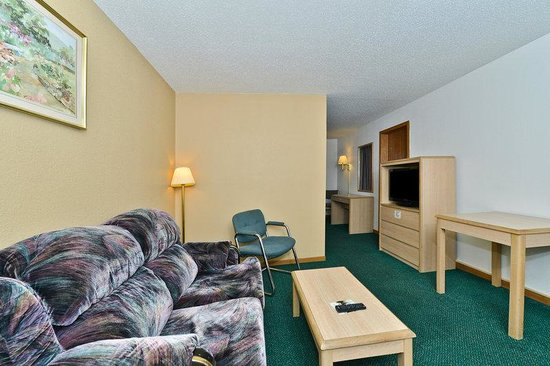 Americas Best Value Inn Champaign: Suite