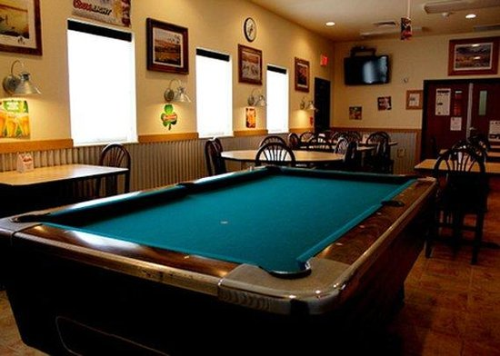 Hoisington, KS: pool room