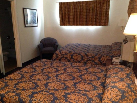 Suburban Lodge Of Jeffersontown: Guest room