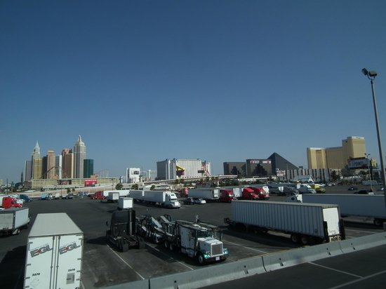 Days Inn Las Vegas At Wild Wild West Gambling Hall: A view from Day's Inn room 965