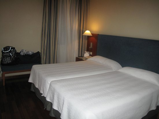 NH Barcelona Centro: two double bed