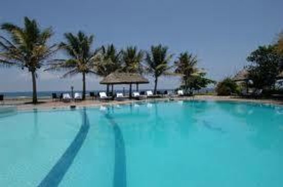 Sea Cliff Hotel: pool side