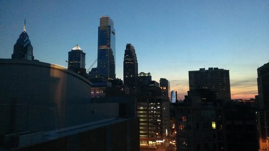 Hampton Inn Philadelphia Convention Center: ask for the view of the city
