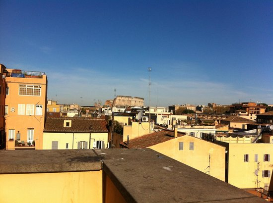 Capo d&#39;Africa Hotel: View of Colosseum from breakfast room terrace