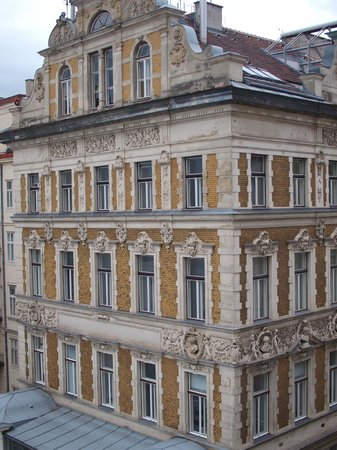 Opera Suites : View from our flat - former (?) Moulin Rouge building opposite 