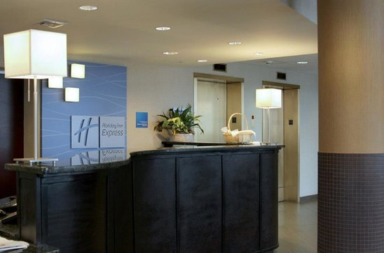 Holiday Inn Express Philadelphia E - Penns Landing: Front Desk