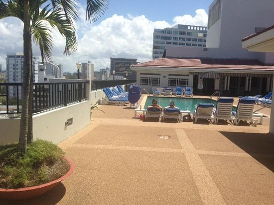 Radisson Ambassador Plaza Hotel & Casino San Juan: awful dirty pool with nice sunshine