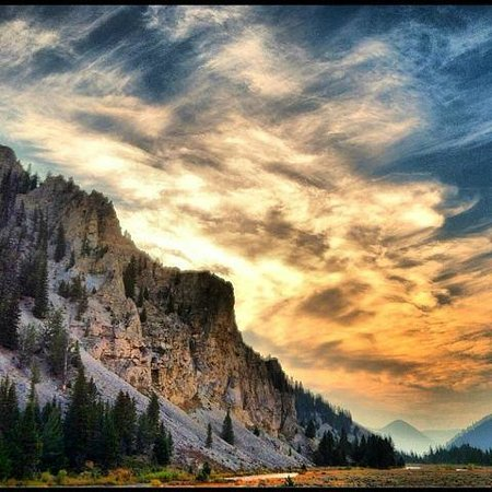 Gallatin Gateway, MT: View into Yellowstone Park