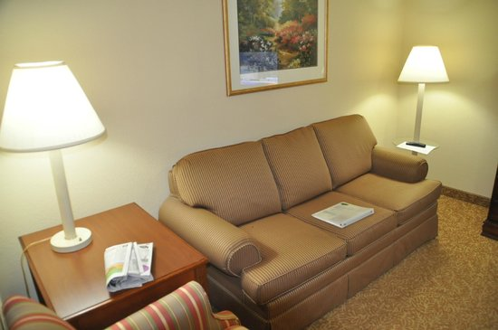 Country Inn & Suites Louisville South: Sitting Area In Suite