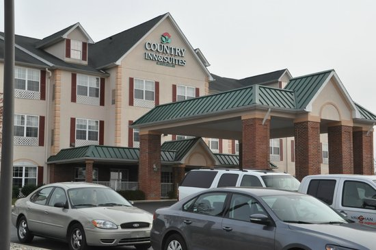 Country Inn & Suites Louisville South: Outisde of hotel