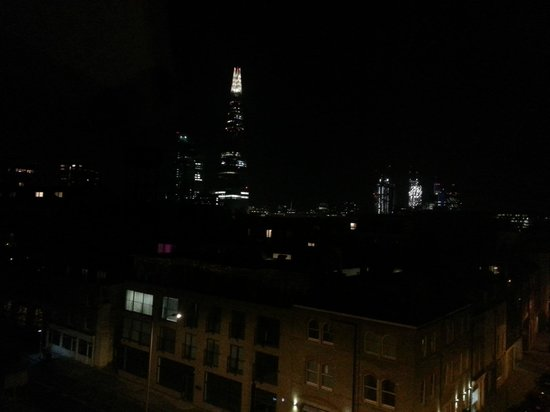 The Bermondsey Square Hotel: View at Night from Room 512