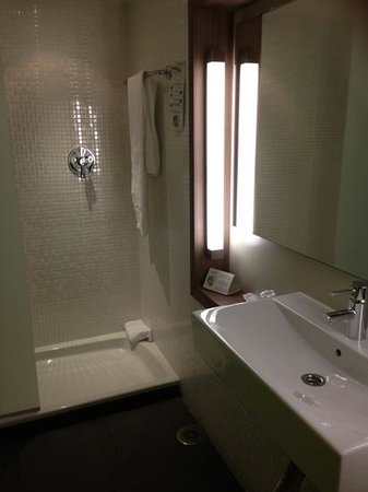Campanile Malaga: great bathroom very clean