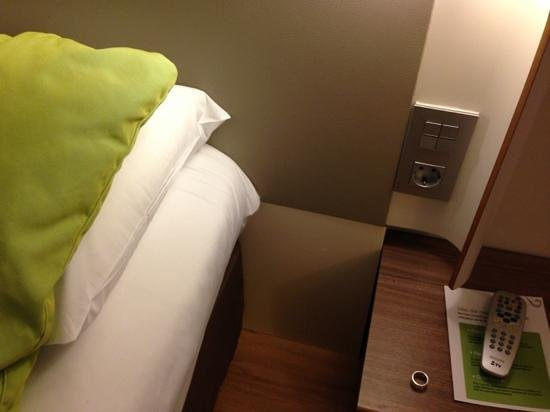 Campanile Malaga: Good thinking to be able to load phone by bed