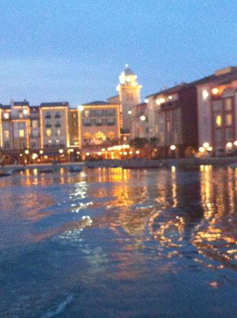 Loews Portofino Bay Hotel at Universal Orlando: The Piazza at Dusk