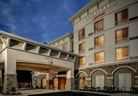 Courtyard by Marriott Boone: Front Entrance